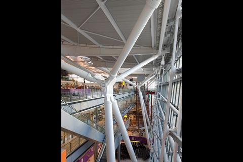 As the walls and roof are separate from the four floors of accommodation, T5 is wrapped all round in a spacious, daylit void